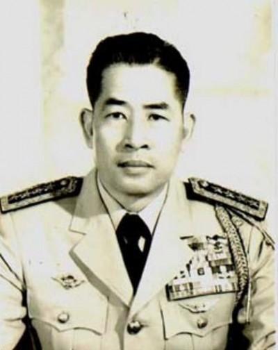 15-nhan-vat-quyen-luc-sau-nam-1975-7-Cao-Van-Vien