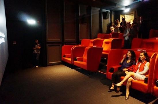 Điển hình có thể kể đến rạp mini, sweet box của CGV Liberty, rạp giường nằm Lotte hay rạp phim sân thượng chất chơi ở phố Lê Công Kiều.
