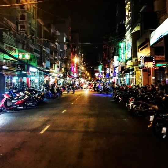 Là khu phố Tây tập trung nhiều hàng quán ăn chơi và khách du lịch nên ở đây người ta dường như không bao giờ ngủ (Ảnh: Instagram).