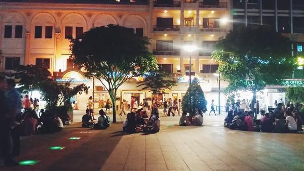 Thoáng đãng, sạch sẽ và view cực tây khiến phố đi bộ nhanh chóng trở thành địa điểm hot ở Sài Gòn.(Ảnh: Nai Nguyễn)