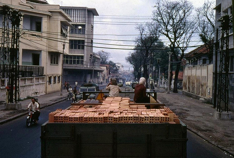 Hai-Ba-Trung-street-1960
