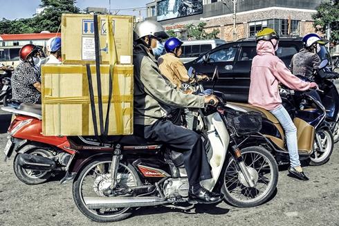 Chiếc xe 2 bánh cũng rất tiện lợi trong việc vận chuyển và giao nhận hàng hóa.