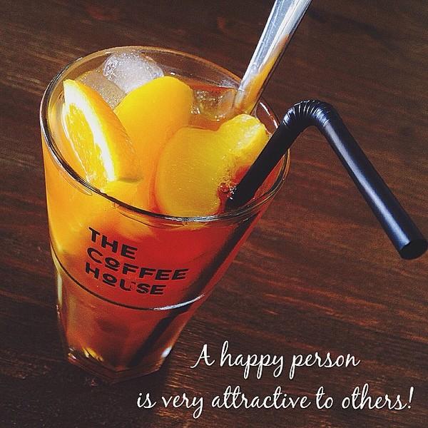 Ly trà đào cam xả đặc biệt của The Coffee House (Ảnh: Instagram @_quyen.38_)