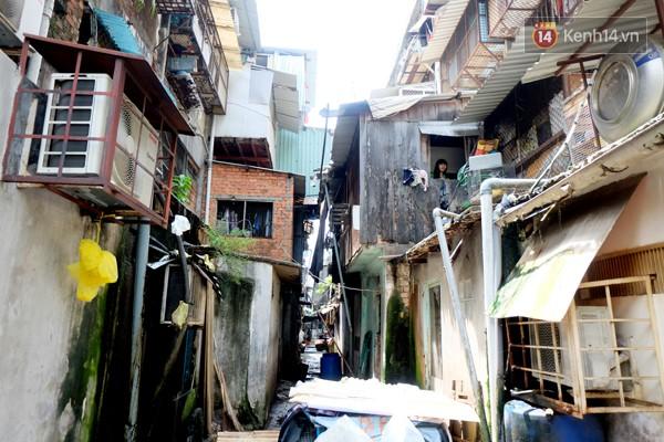 Chung cư Ngô Gia Tự với những căn nhà xập xệ có nguy cơ đổ sập.