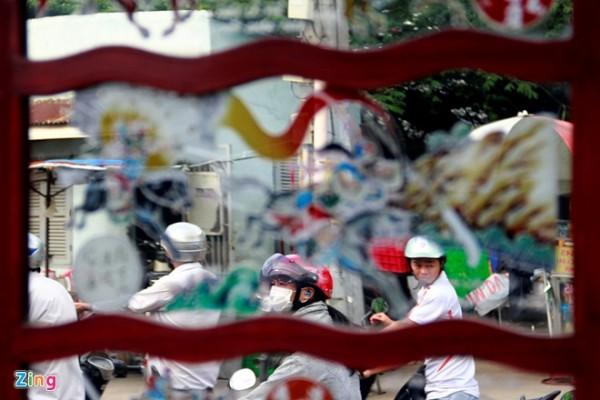 Ngày nay khi cuộc sống trở nên vội vã hơn bao giờ hết, khách đi đường cũng vội vàng lướt qua mà không còn kịp ngắm nhìn những hình ảnh thân quen của Sài Gòn xưa.