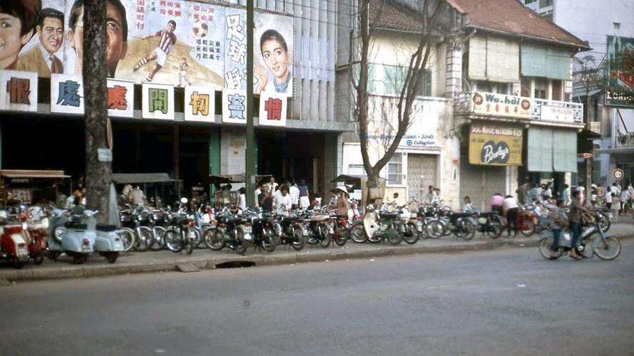 Rạp Lê Ngọc ở đường Tổng Đốc Phương, Chợ Lớn.