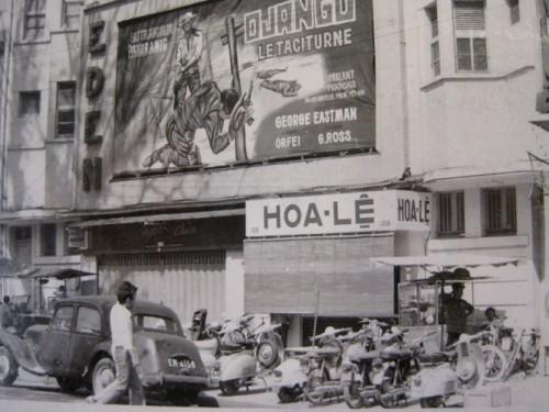 Rạp Eden nằm trên đường Tự Do là một trong những rạp phim hạng sang nổi tiếng của Sài Gòn.