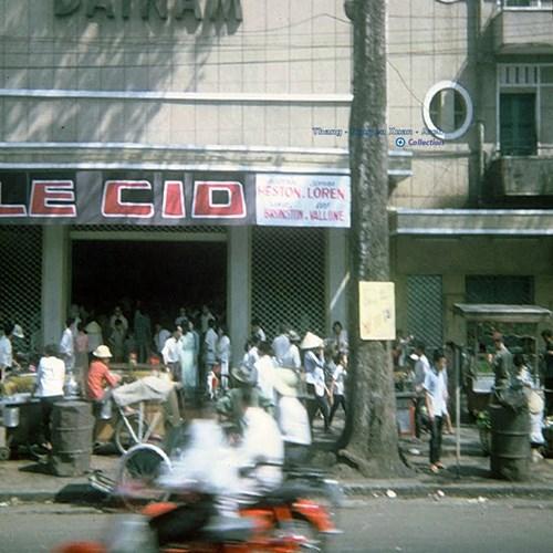 Rạp chiếu bóng Đại Nam trên đường Trần Hưng Đạo. Đây là rạp sang trọng nhất Sài Gòn cho đến khi rạp Rex ra đời vào năm 1962.