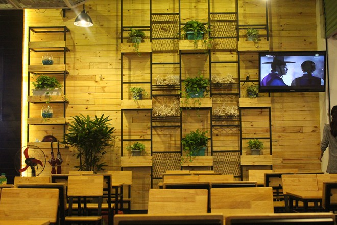 Mitto Cua nằm trên đường Hùng Vương, quận 5, TP HCM (gần ngã tư Hùng Vương - Nguyễn Duy Dương), sau quán cà phê Paris.