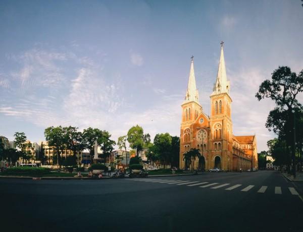 Nhà thờ Đức Bà buổi sớm bình yên đến lạ