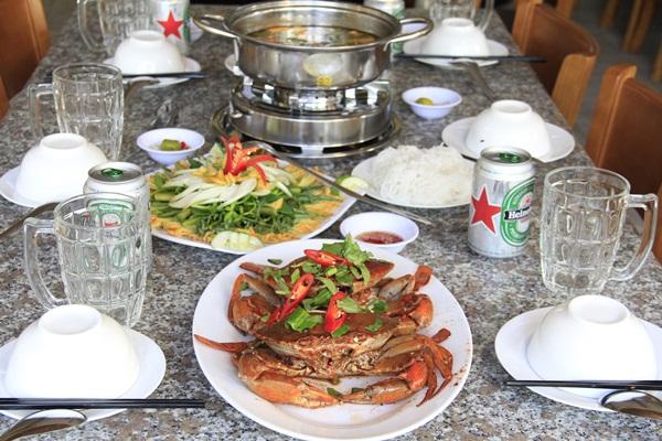 Ở Phong Cua, đi càng đông càng vui lại càng tiết kiệm.