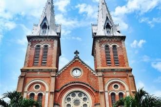Trải qua hơn 100 năm và 3 thế kỉ, nhà thờ Đức Bà Sài Gòn vẫn giữ được nét duyên dáng và quyến rũ đậm chất Âu. (Ảnh: IG @cynera)