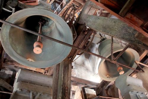 Những quả chuông cổ khổng lồ trên tháp chuông nhà thờ Đức Bà Sài Gòn. Ảnh: Hữu Công