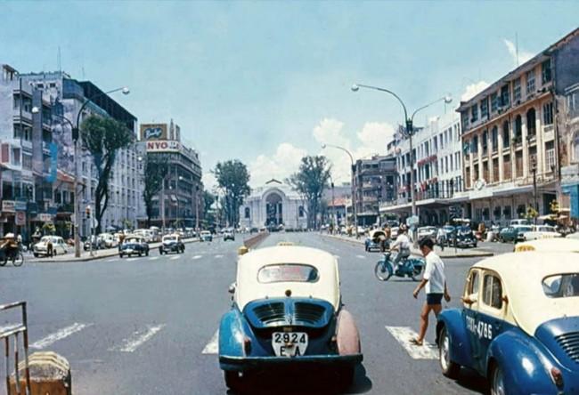 Đại lộ Lê Lợi, Sài Gòn năm 1968. Hình ảnh do tác giả người Mỹ Jeanette thực hiện.