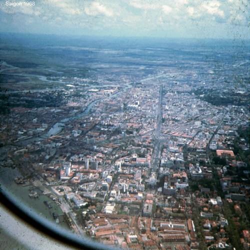 Trung tâm Sài Gòn với vòng xoay Quách Thị Trang ở giữa bức ảnh.