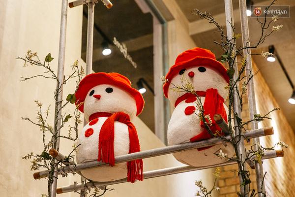 Cửa chính cực lung linh với các mẫu thiết kế Noel.