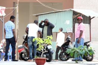 Người Phi vẫn tập trung nhiều ở khu vực chung cư Khang Gia. Ảnh: Sơn Hòa