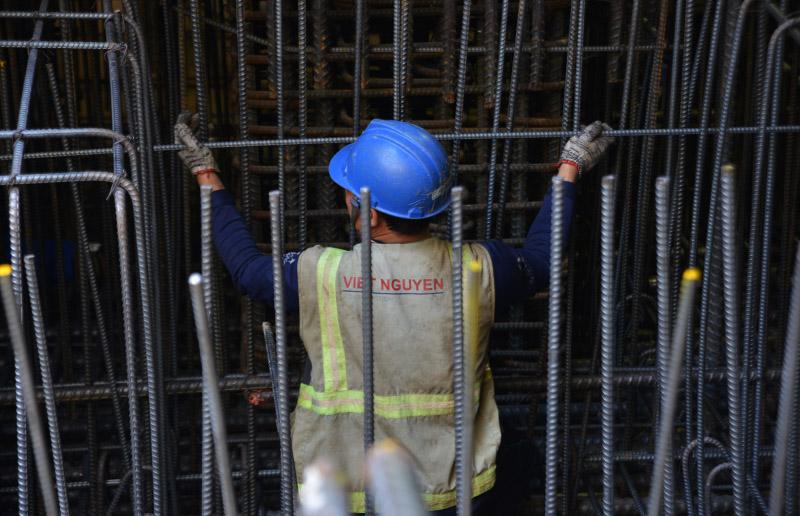Công việc của người lao động dưới lòng đất đòi hỏi kỹ năng cao, được giám sát chặt chẽ bởi các công ty tư vấn, giám sát nước ngoài