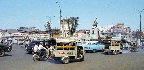 Xe lam khu vực trung tâm Sài Gòn, trước chợ Bến Thành những năm 1970 - Ảnh tư liệu