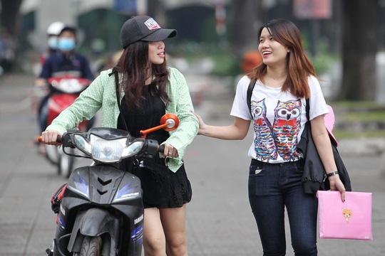 Khí trời Sài Gòn mát mẻ khiến nhiều người vui vẻ, yêu đời hơn
