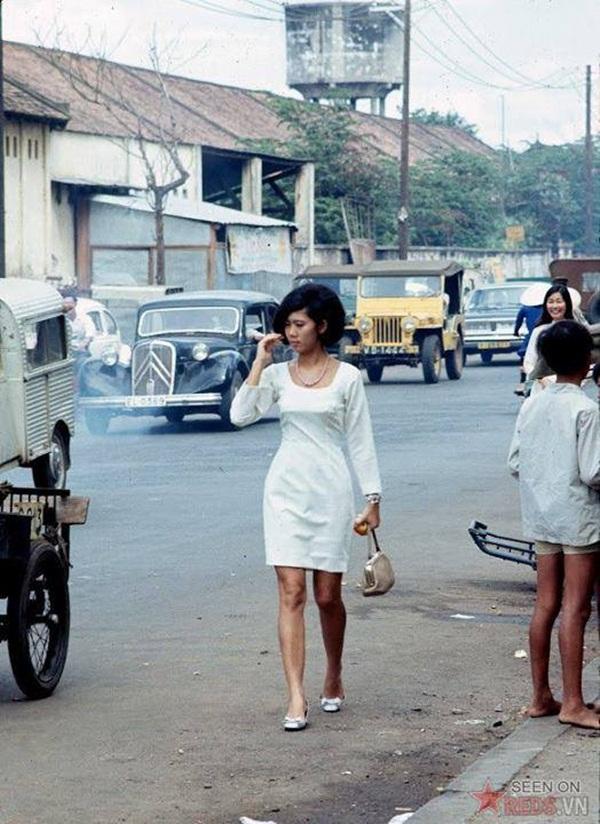 Vẻ đẹp đài các và sang trọng của phụ nữ Sài Gòn xưa.