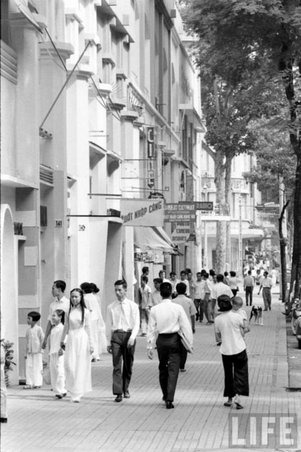 Con đường nhỏ của Sài Gòn trên tạp chí Life.