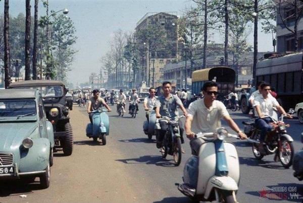 Đường phố Sài Gòn ngày xưa vốn đã rất đông đúc.
