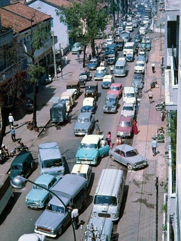 Tắc đường là chuyện muôn thuở từ rất lâu của Sài Gòn rồi.