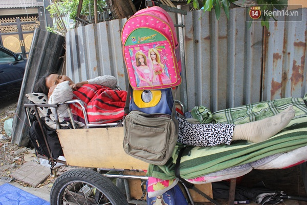 Chiếc xe đẩy cũ kĩ của cả gia đình ông Tâm