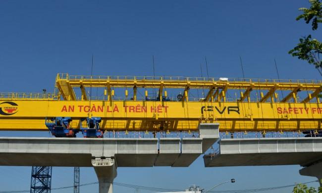 Tuyến Metro số 1 đã lắp được hơn 1.000 m dầm cầu