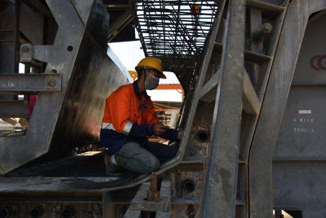 Các khuôn được kỹ sư kiểm tra, nghiệm thu theo đúng thông số kỹ thuật, trước khi đổ bê tông
