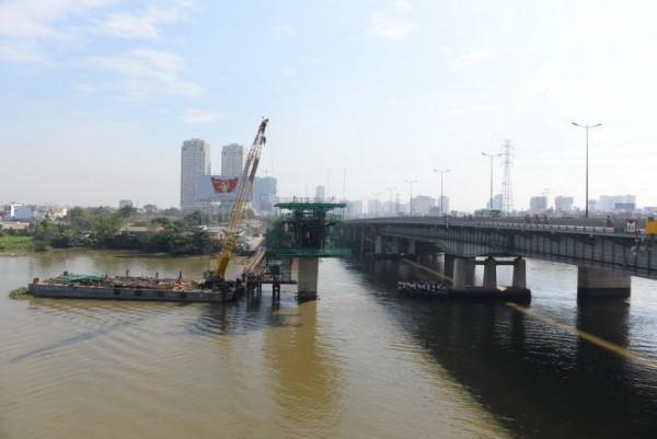 Cầu Metro bắt qua sông Sài Gòn. Ảnh: Hữu Khoa
