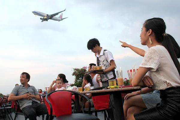 Du lịch Sài Gòn - cf may bay-1