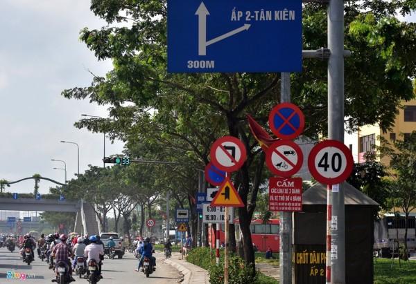 Quốc lộ 1A đoạn giao với đường Kinh Dương Vương đến gần cầu Bình Điền (huyện Bình Chánh) được mở rộng nhưng tại khu vực này lại xuất hiện dày đặc biển báo giới hạn tốc độ 40 km/h. Quãng đường hơn 50 m nhưng có đến 10 biển báo các loại che khuất nhau rất rối rắm.
