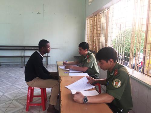 Người gốc Phi - nguoi goc phi nao loan sai gon2