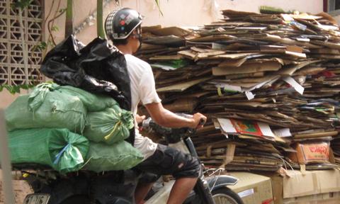 Việc vận chuyển không đảm bảo vệ sinh cũng góp phần làm nước đá nhiễm bẩn