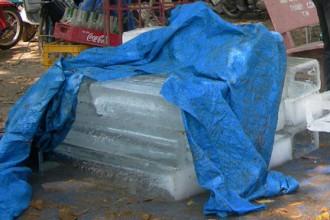 Việc vận bảo quản đảm bảo vệ sinh cũng góp phần làm nước đá nhiễm bẩn
