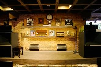quán cafe đẹp ở sài gòn - cafe nhạc cổ 2