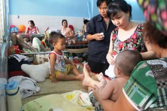 Người dân Sài Gòn mong muốn đi khám chữa bệnh không phải chờ đợi lâu, có giường nằm, chất lượng điều trị được đảm bảo. Ảnh minh họa: Lê Phương.