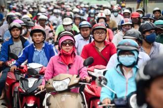 vào giờ cao điểm lượng người đi xe máy lưu thông trên địa bàn TP có thể chiếm tới 70% tổng số xe hiện có, ứng với 4,2 triệu chiếc xe máy