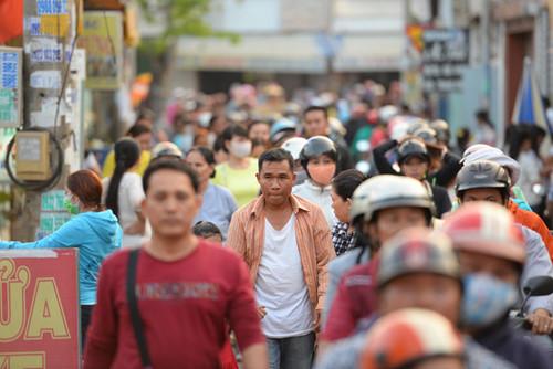 Hàng nghìn người dân đi chùa ngày đầu năm