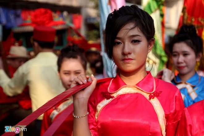 Từ 16h30 chiều 22/2, đoàn diễu hành gồm 1180 người xuất phát từ Hải Thượng Lãn Ông, lần lượt đi qua các tuyến đường Châu Văn Liêm, Lão Tử, Lương Nhữ Học, Nguyễn Trãi, Trần Xuân Hòa (quận 5).
