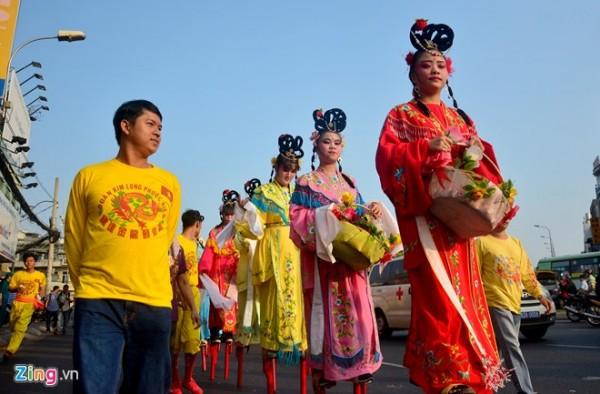 Một số đoàn nghệ thuật dân tộc đến từ các quận 5, 6, 11 và tỉnh Đồng Nai..