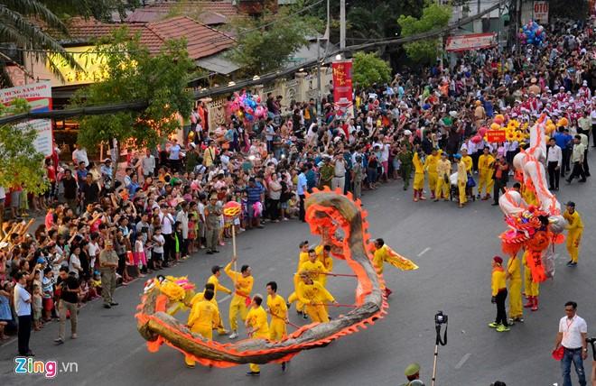Trong lễ hội này còn có cả cảnh mô phỏng thầy trò Đường tăng đi thỉnh kinh, 4 nhân vật huyền thoại trong phim Tây Du Ký.