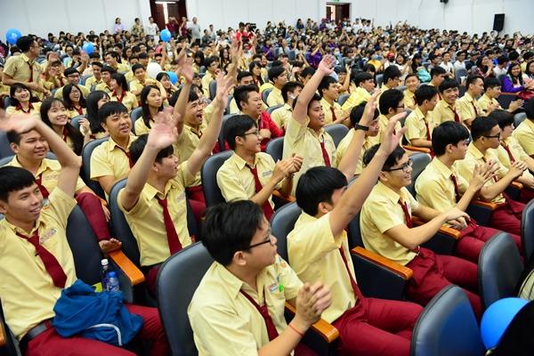 Hàng ngàn học sinh tham dự lễ khai mạc ngày hội tư vấn tuyển sinh tại Trường ĐH Bách Khoa (ĐHQG TP.HCM) sáng 28/2 - Ảnh: Quang Định.