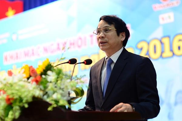 Thứ trưởng Bộ GD&ĐT Phạm Mạnh Hùng phát biểu tại lễ khai mạc tại ngày hội tư vấn tuyển sinh sáng 28/2 - Ảnh: Quang Định