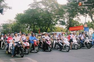 Các phương tiện dừng đèn đỏ trên đường Tôn Đức Thắng (quận 1).