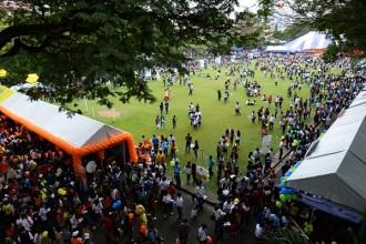 Ước tính có đến hơn 10 ngàn học sinh đến với ngày hội tư vấn tuyển sinh, hướng nghiệp chỉ trong vòng 2 giờ sau khi khai mạc - Ảnh: Thuận Thắng.