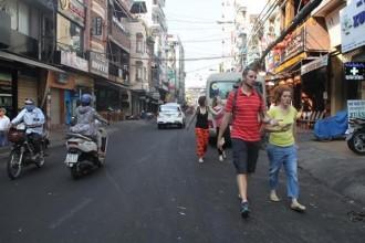 Đường Bùi Viện là một trong những tuyến đường tập trung du khách quốc tế đông nhất ở khu phố Tây (quận 1). Ảnh: Hoàng Bình.
