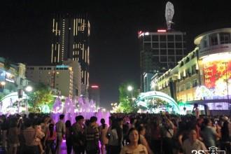 Phố đi bộ Nguyễn Huệ - điểm vui chơi giải trí mới của người Sài Gòn.
